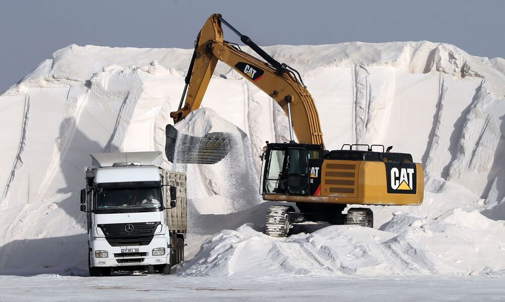 استخراج الملح من بحيرة طوز في تركيا، 6 أكتوبر 2020