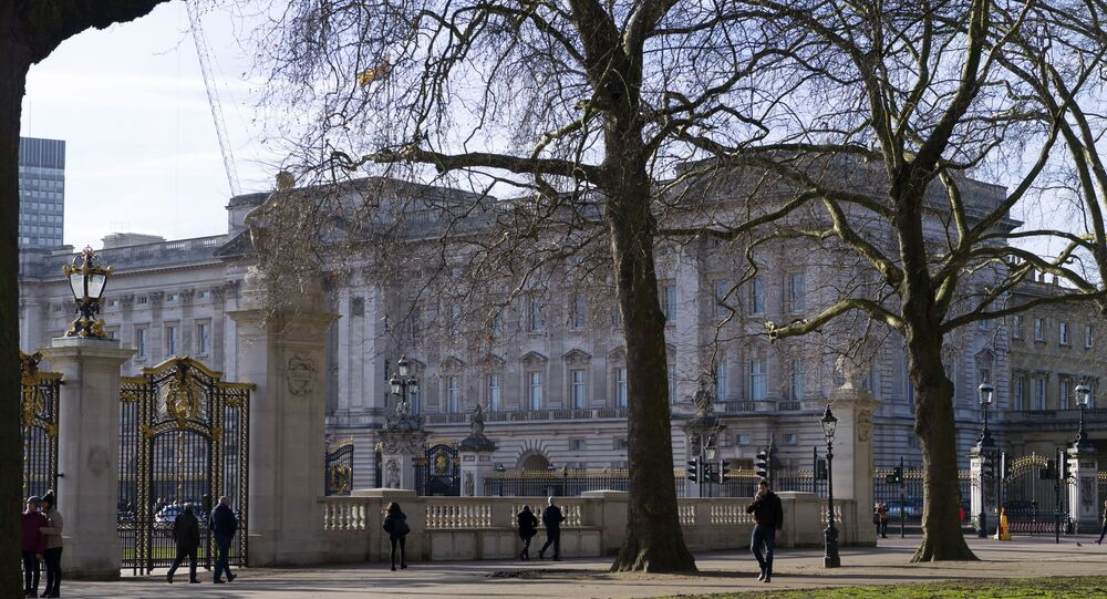 قصر باكنغهام في لندن.