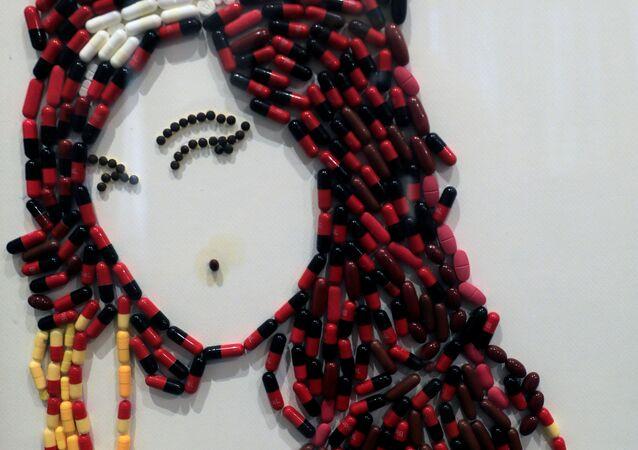 لوحة فنية للمغنية الأمريكية الراحلة إيمي واينهاوس بعنوان أغنيتها You know I'm No Good (أنت تعلم أنني لست جيدة)، من عمل الفنانة المصرية أمل صلاح (35 عاما)، القاهرة 6 أكتوبر 2020