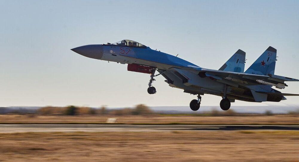 عمليات إقلاع وهبوط طائرات ميغ-31 الاعتراضية ومقاتلات سو-35 من الفرقة الجوية المختلطة لجيش إقليم لينينغراد التابع للقوات الجوية والدفاع الجوي للمنطقة العسكرية لغرب روسيا خلال تدريبات جوية تكتيكية في منطقة فورونيج، روسيا 9 أكتوبر 2020
