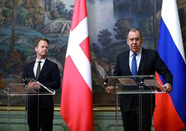 وزير الخارجية الروسي سيرغي لافروف مع  وزير الخارجية الدنماركي إيبي كوفود