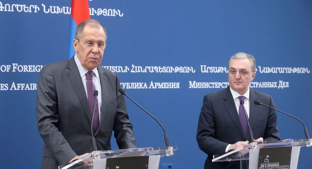 وزير الخارجية الروسي سيرغي لافروففي اجتماع مع نظيره الأرميني زوهراب مناتساكانيان