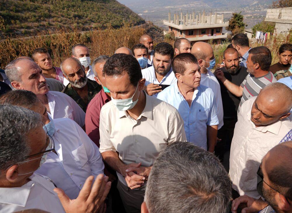 الرئيس بشار الأسد يزور قرية بلوران في ريف اللاذقية، وهي إحدى المناطق التي تعرضت للحرائق، سوريا 13 أكتوبر 2020