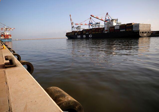 سفينة شحن إماراتية في ميناء حيفا في إسرائيل