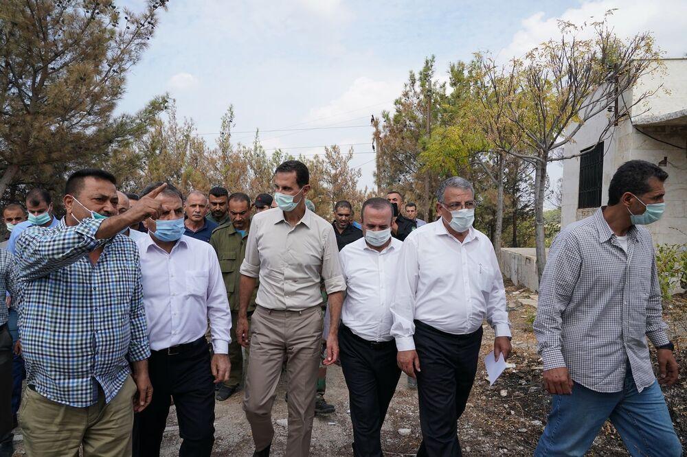 الرئيس بشار الأسد يزور منطقة كفردبيل، بريف جبلة، ضمن المناطق التي تعرضت للحرائق، سوريا 13 أكتوبر 2020