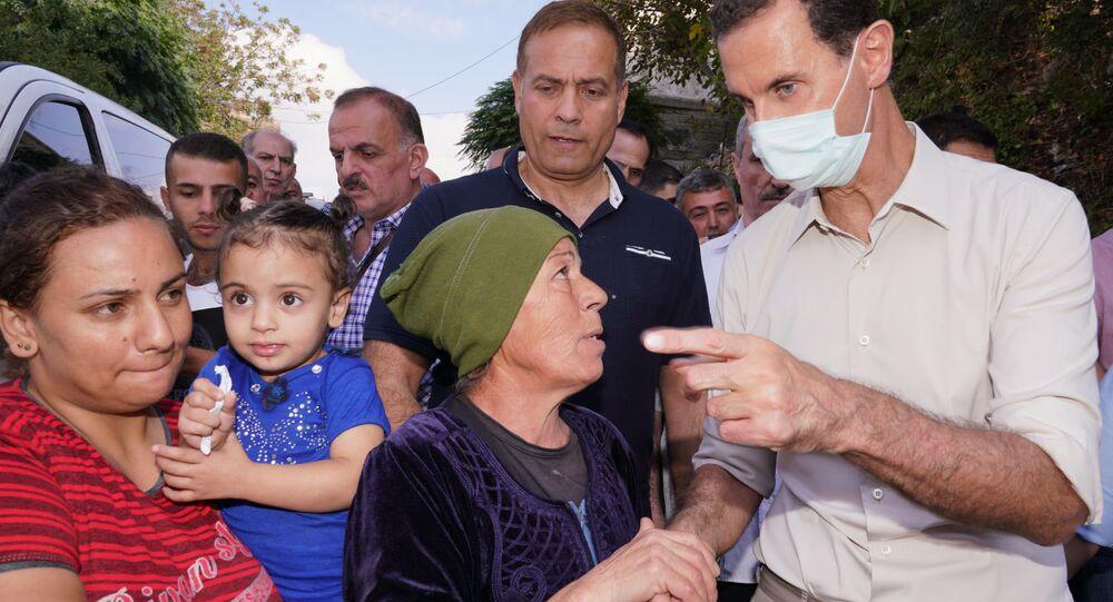 الرئيس بشار الأسد يزور قرية بسوت في ريف قرداحة، ضمن المناطق التي تعرضت للحرائق ويلتقي مع أهلها، سوريا 13 أكتوبر 2020
