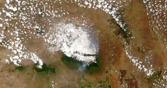 صورة من الأقمار الصناعية لاشتعال حريق على قمة جبل كليمنجارو في تنزانيا، 12 أكتوبر 2020