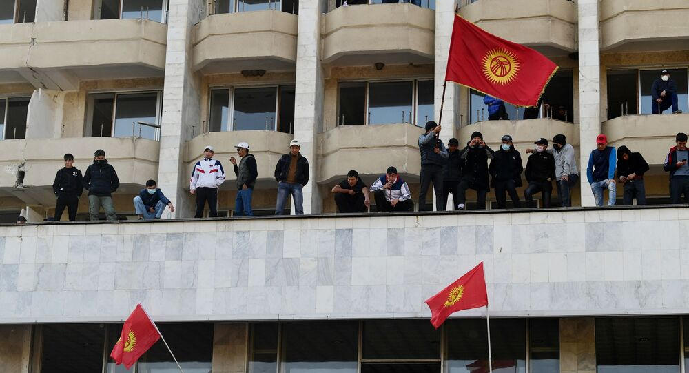 رئيس قيرغيزستان سورونباي جينبيكوف أعلن عن استقالته، بيشكيك، 15 كتوبر 2020