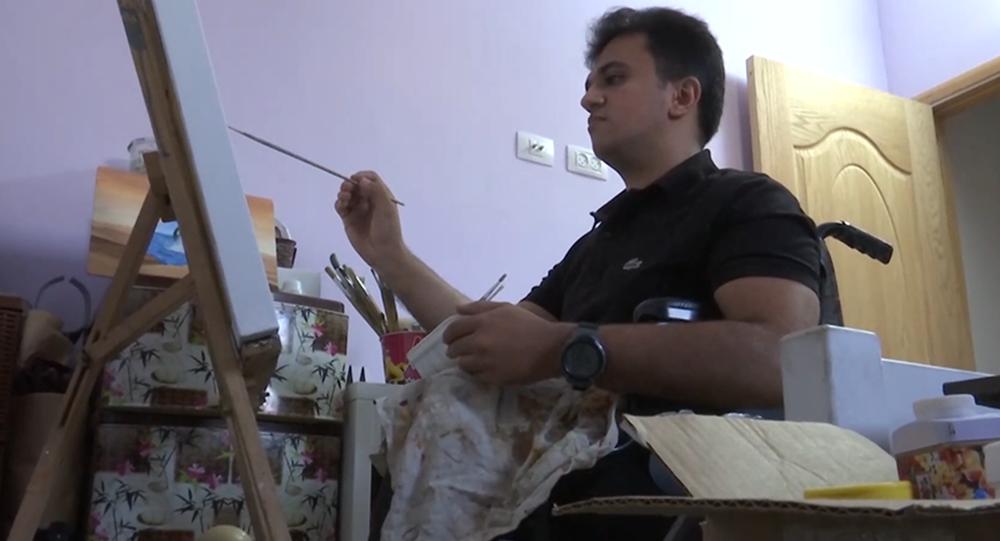 فلسطيني يتحدى الإعاقة بريشة الرسم
