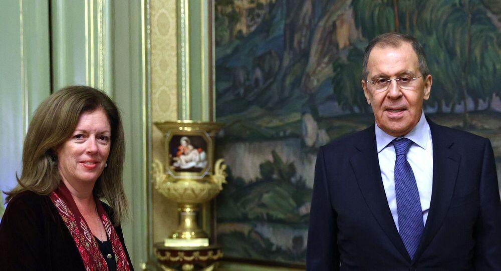 الممثلة الخاصة للأمين العام للأمم المتحدة  ستيفاني وليامز مع وزير الخارجية الروسي سيرغي لافروف