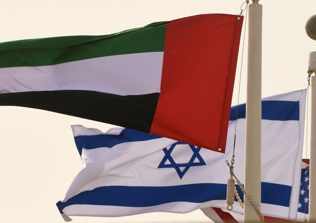 أعلام الإمارات العربية المتحدة وإسرائيل