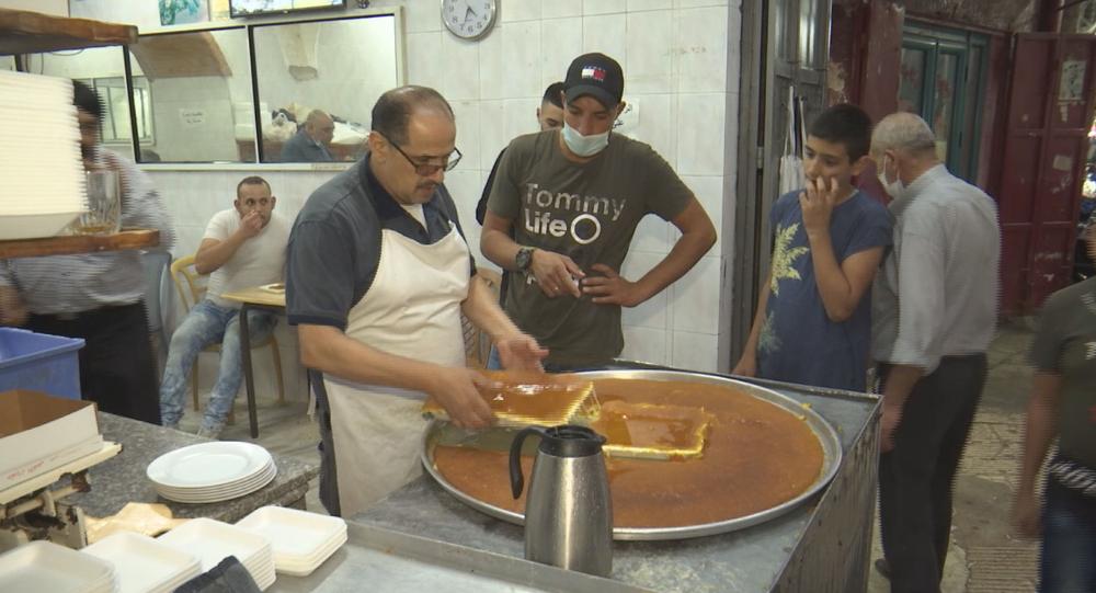 صانع الكنافة النابلسية الفلسطيني فراس سليم