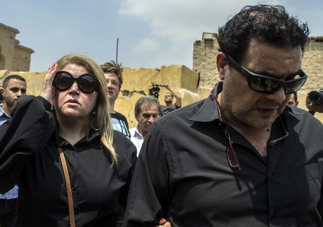 الفنان المصري مجدي كامل وزوجته الفنانة مها أحمد