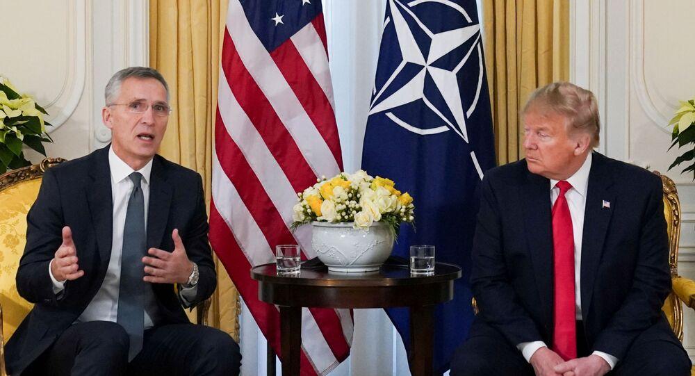 من الأرشيف - الرئيس الأمريكي دونالد ترامب يلتقي مع الأمين العام لحلف الناتو ينس ستولتنبرغ، في لندن، بريطانيا، 3 ديسمبر 2020