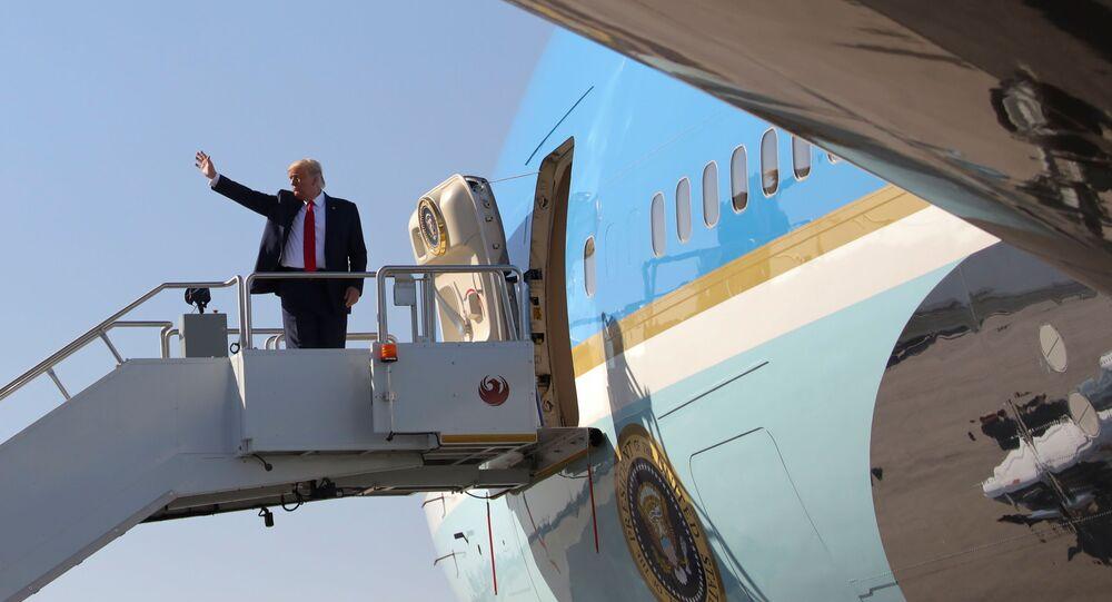 الرئيس الأمريكي دونالد ترامب في طريق عودته إلى واشنطن، الولايات المتحدة، 19 أكتوبر 2020