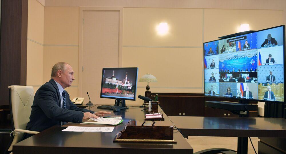 اجتماع رئيس الاتحاد الروسي فلاديمير بوتين مع أعضاء اتحاد الصناعيين ورجال الأعمال