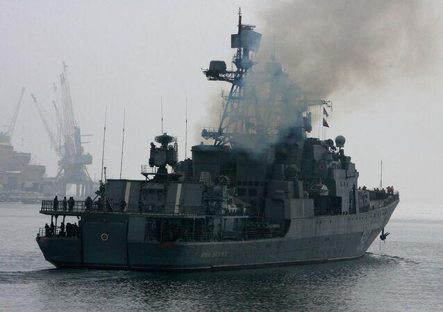 فرقاطة مارشال شابوشنيكوف في طريقها إلى خليج عدن