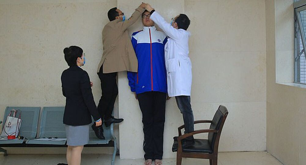 أطول طالب صيني رين كيو