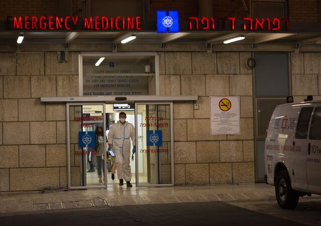 أمين سر اللجنة التنفيذية لمنظمة التحرير الفلسطينية، صائب عريقات في مستشفى هاداساه، القدس 19 أكتوبر 2020