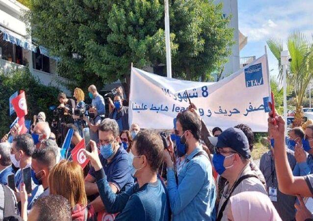 عاملون بقطاع السياحة يتظاهرون احتجاجا على تردي أوضاعهم في تونس