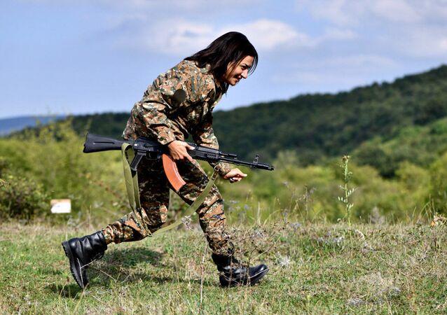 آنا هاكوبيان زوجة رئيس وزراء أرمينيا