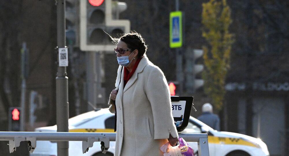تشديد الرقابة على ارتداء الكمامات الطبية في موسكو، في إطار مكافحة تفشي فيروس كورونا، روسيا 28 أكتوبر 2020
