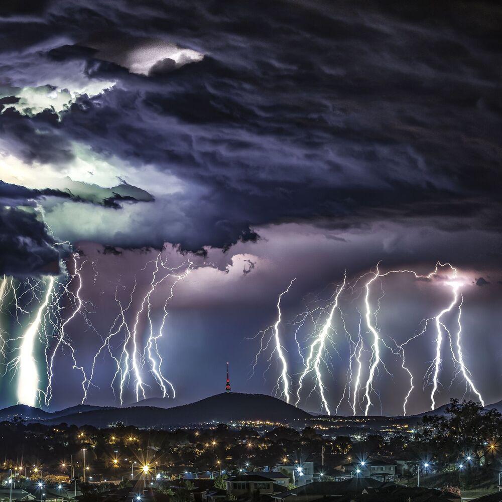صورة بعنوان الجبل الأسود، للمصور الأسترالي أري ريكس، التي فازت في فئة مصور الطبيعة لهذا العام للمصورين المحترفين في مسابقة جوائز التصوير الدولية 2020
