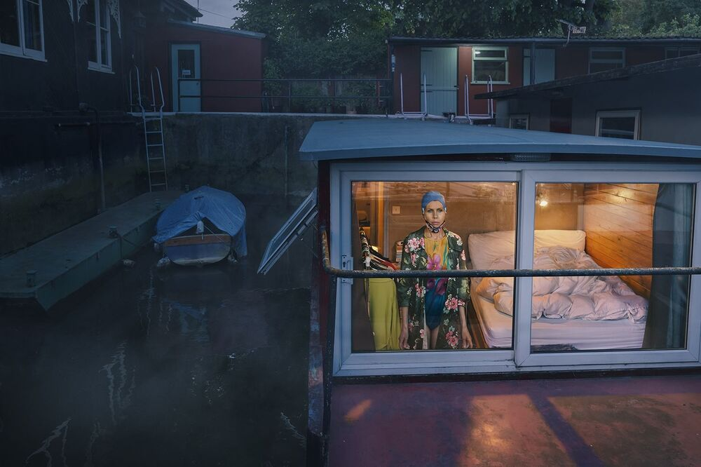 صورة بعنوان نظرة من الداخل إلى الخارج، 2020، للمصور البريطاني فوليرتون-باتن، التي فازت في فئة مصور فنون جميلة لهذا العام للمصورين المحترفين في مسابقة جوائز التصوير الدولية 2020