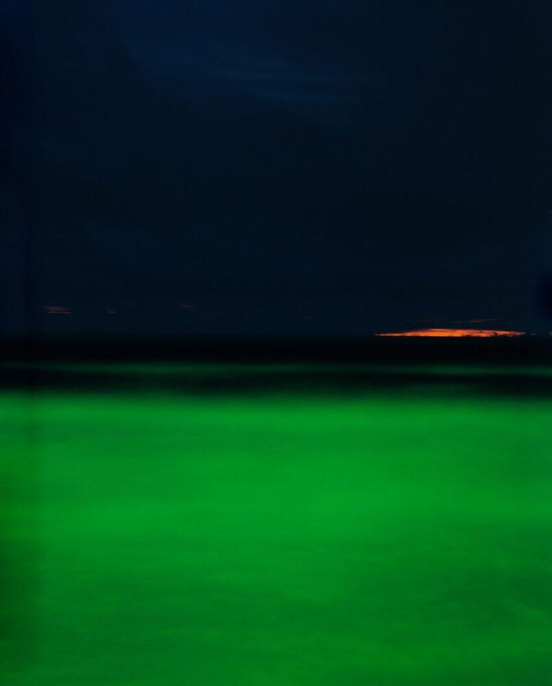 صورة بعنوان البحار الجديدة، للمصور الليتواني باوليوس ماكاوسكاس، التي فازت في فئة التناظر/ مصور أفلام لهذا العام للمصورين المحترفين في مسابقة جوائز التصوير الدولية 2020