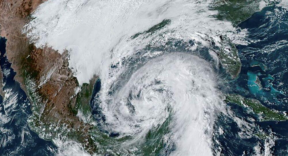 الإعصار زيتا يضرب لويزيانا برياح قوية وأمواج عالية