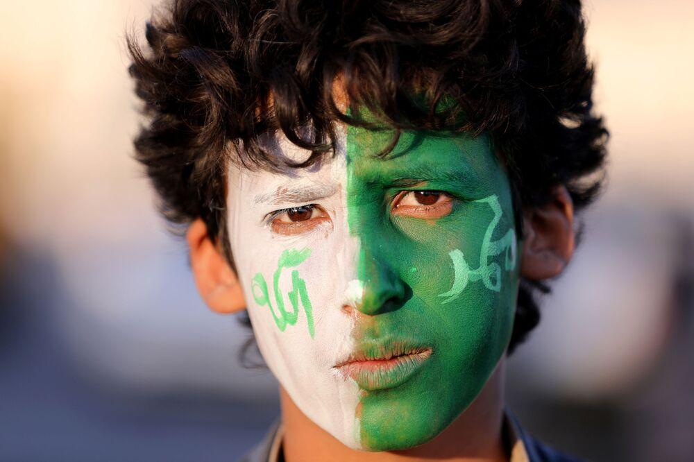 صبي في موقع حفل بمناسبة إحياء ذكرى المولد النبوي في مدينة صنعاء، اليمن  28 أكتوبر/ تشرين الأول 2020