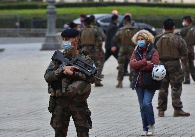 تشديد القيود والاجراءات الاحترازية بسبب فيروس كورونا في باريس، فرنسا 29 أكتوبر 2020