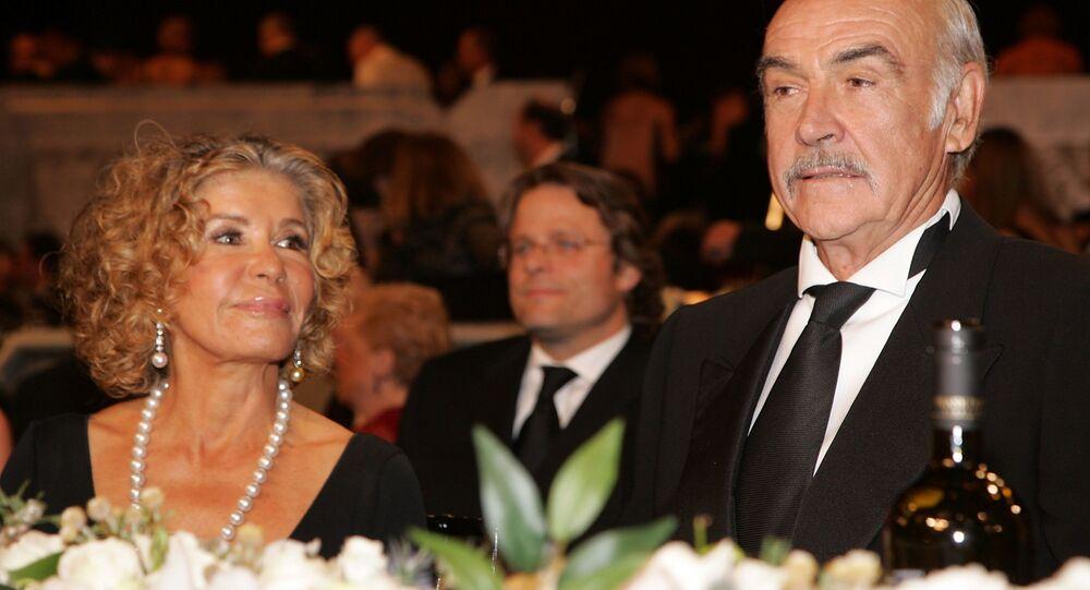 الممثل الاسكتلندي شون كونري مع زوجته ميشلين
