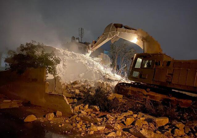الجيش الإسرائيلي يهدم منزل الأسير الفلسطيني دويكات قرب نابلس
