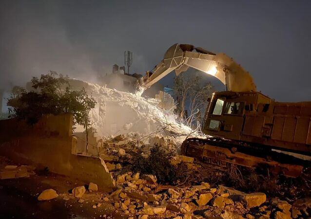 الجيش الإسرائيلي يهدم منزل الدويكات