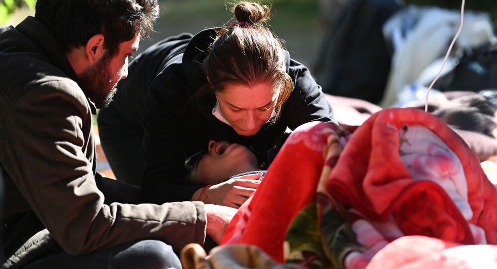 العثور على ناجين من الزلزال في إزمير، تركيا 2 نوفمبر 2020