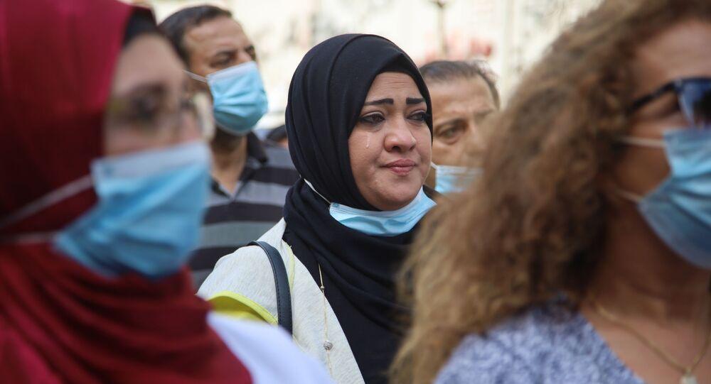 تظاهرة لأهالي طلاب الجامعات الأجنبية أمام مصرف لبنان