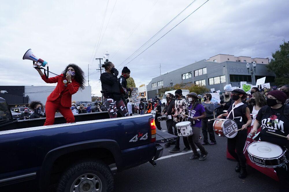 اندلاع الاحتجاجات بعد التصويت في الانتخابات الرئاسية الأمريكية 2020 في بورتلاند، 4 نوفمبر 2020