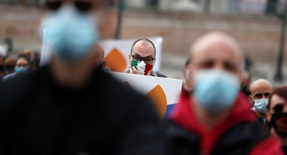 احتجاجات ضد الاجراءات الاحترازية والقيود المشددة بسبب جائحة كورونا في روما، إيطاليا 2 نوفمبر 2020