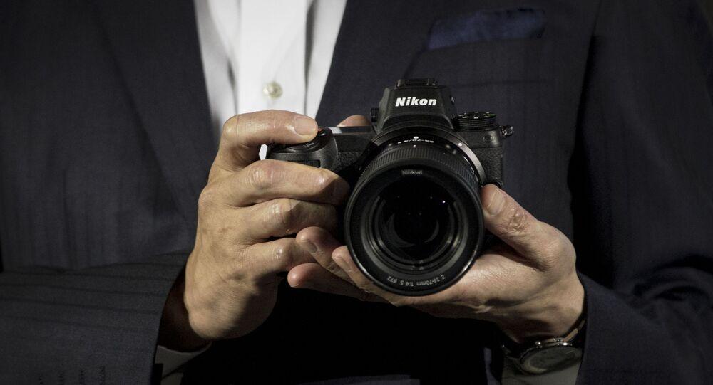 كاميرا من سلالة زد من شركة نيكون