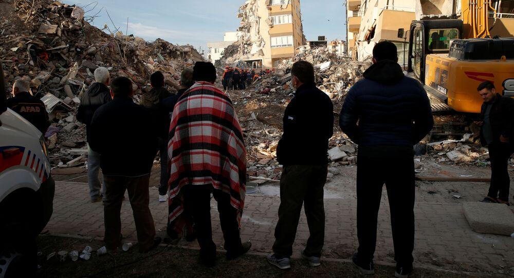 البحث عن ضحايا الزلزال في إزمير، تركيا 3 نوفمبر 2020