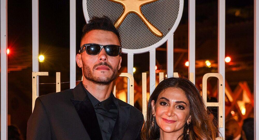 المغني في فرقة كايروكي المصرية أمير عيد مع زوجته في مهرجان الجونة السينمائي، 19 سبتمبر/ أيلول 2019