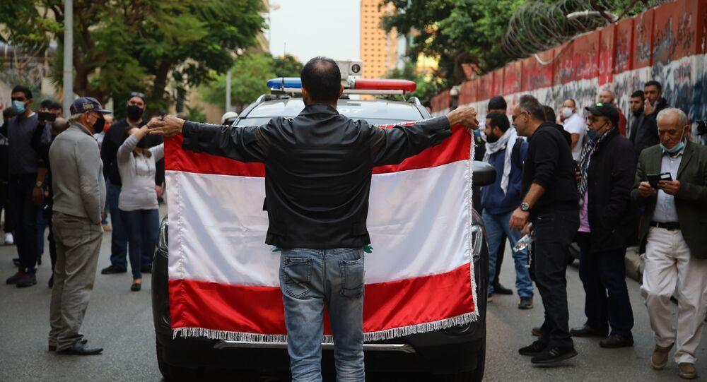 تظاهرة أمام مصرف لبنان في بيروت: لمواجهة التهرب من التدقيق الجنائي