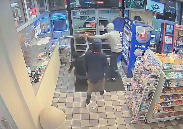 عملية سرقة فاشلة وصديق اللصوص يتدخل في اللحظة الأخير