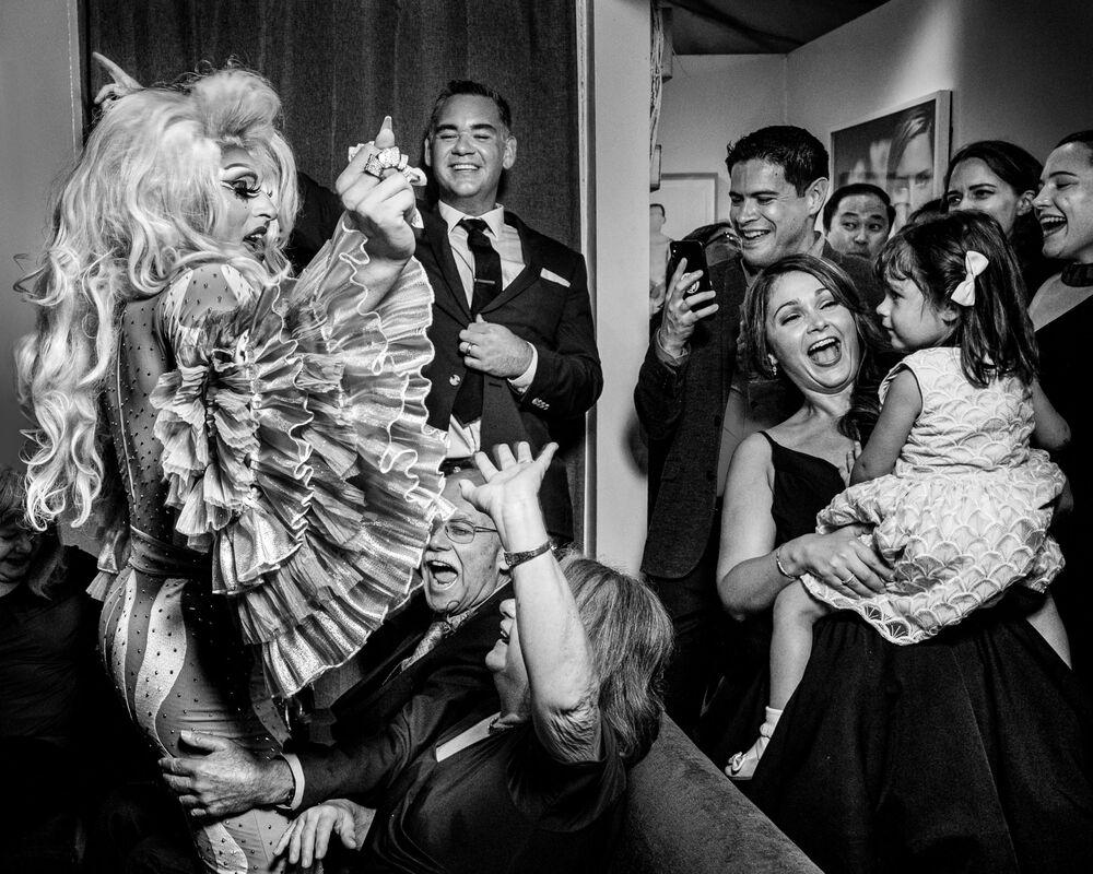 تصوير المصورة الأمريكية بريتاني ديليبرتو، الفائزة في فئة التصوير منصة الرقص من المسابقة الدولية مصور الزفاف لعام 2020