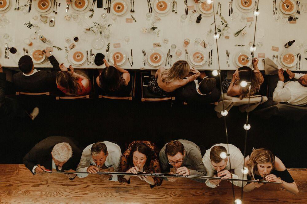 تصوير المصوران الكنديان شاري ومايك فالي، الفائزان في فئة التصوير من الأعلى من المسابقة الدولية مصور الزفاف لعام 2020