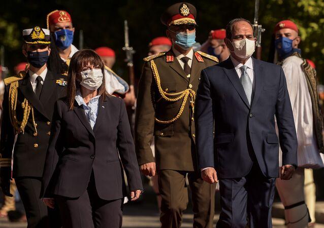 رئيسة اليوناني كاترينا ساكيلاروبولو خلال لقاءها بالرئيس السيسي في أثينا