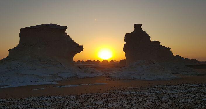 وادي العقبات في الصحراء البيضاء
