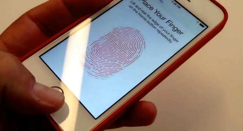 هاتف يستخدم تقنية بصمة الإصبع