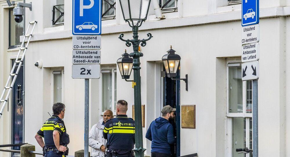 الشرطة تحقق خارج السفارة السعودية في لاهاي بعد حادث إطلاق النار، هولندا، 12 نوفمبر/ تشرين الثاني 2020